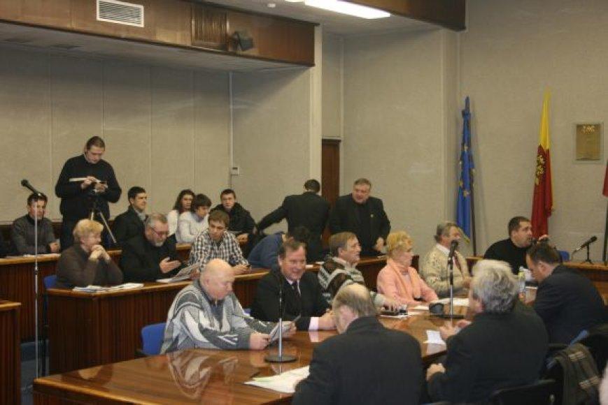 Klaipėdos savivaldybėje susirinko gausus termofikacinės elektrinės priešininkų būrys.