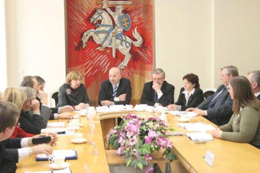 """Posėdžio metu pritarta ne tik Klaipėdos regiono asociacijos steigimui, bet ir naujo prekės ženklo """"Gintaro kraštas"""" sukūrimui."""