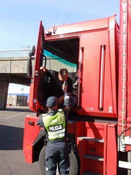 Pareigūnams įkliuvo keturi neblaivūs vairuotojai, grįžę keltu is Švedijos.