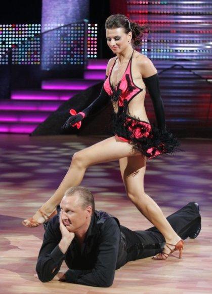 Seimo narys A.Šedžius dalyvauja šokių projekte.