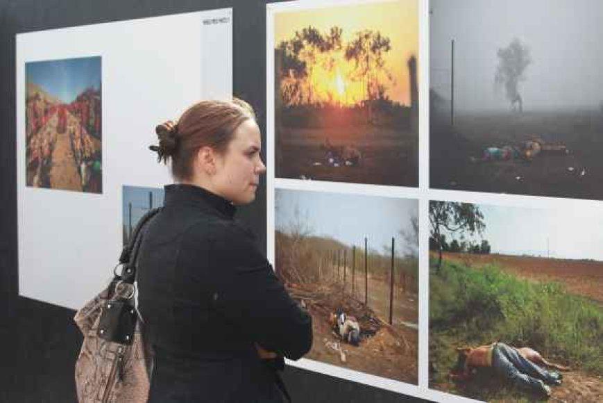 """22-ejų Evelinai patiko daugybė """"World Press Photo"""" parodoje eksponuojamų nuotraukų, tačiau tas, kuriose matomi kraupūs vaizdai, mergina iškeltų į mažiau viešą vietą."""