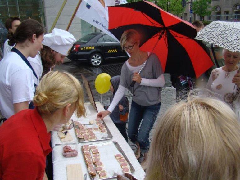 Vilniečiai gatvėse buvo vaišinami sumuštiniais