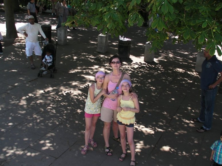 Kristina Savickytė su dukromis