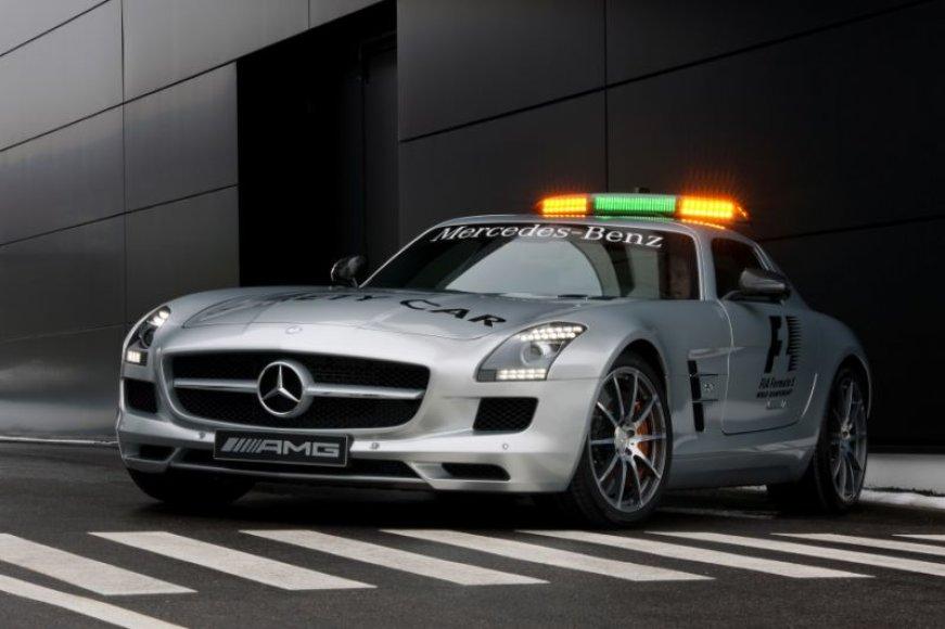 """Mercedes-Benz SLS AMG"" taps naujuoju F-1 saugos automobiliu"
