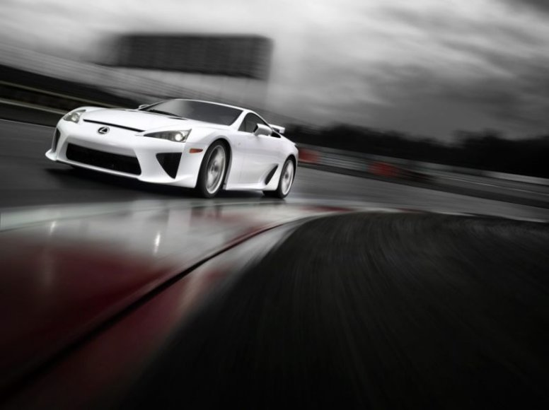 """Lexus LF-A"" – paklausa viršija pasiūlą"