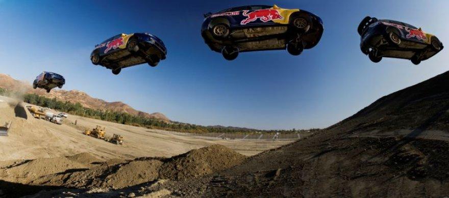 Naujųjų išvakarėse Kalifornijoje – toliausias šuolis automobiliu