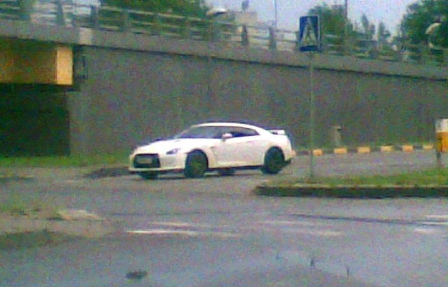 """Nissan GT-R"" pastebėtas Vilniuje"