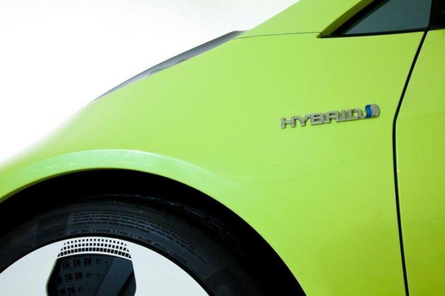 """""""Toyota"""" ruošia naują hibrido koncepciją"""