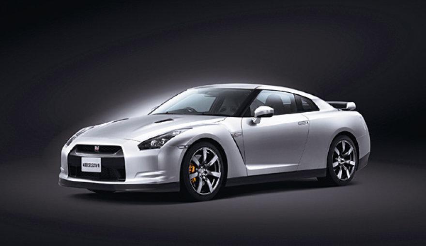 """""""Nissan GT-R"""" Nurburgringą įveikė dar greičiau"""