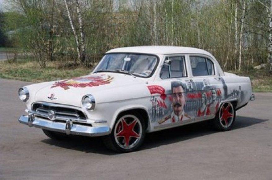 """Volga GAZ-21"" su ""Porsche Cayenne Turbo"" varikliu"