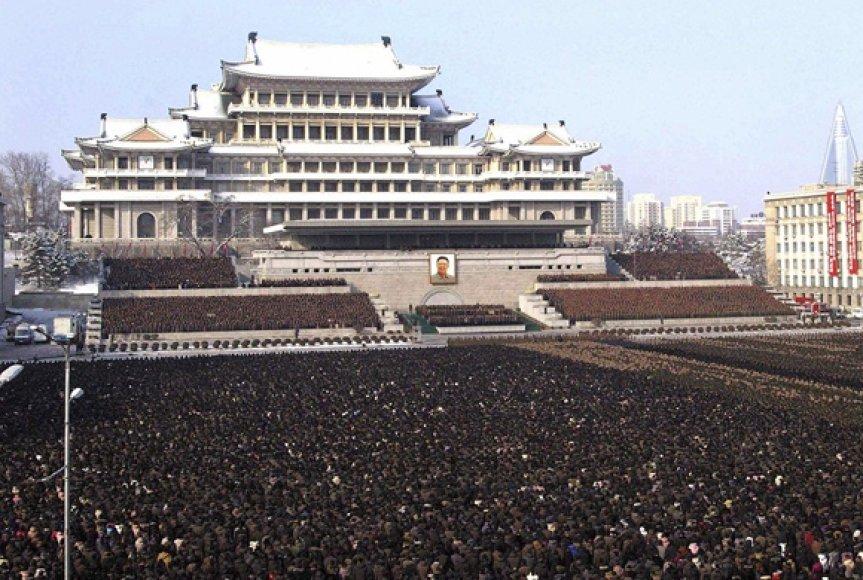 Tūkstančiai žmonių susirinko pagerbti naujojo Šiaurės Korėjos lyderio.