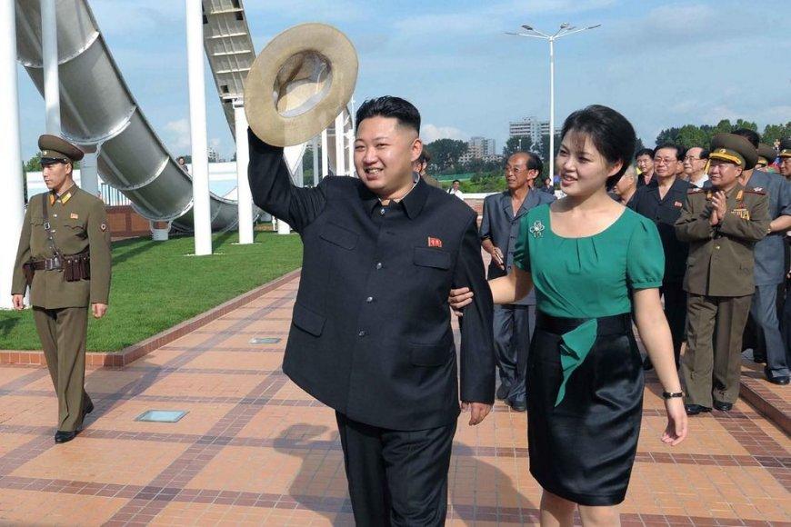 Kim Jong-Unas su žmona Ri Sol Ju (2012 m. liepos 25 d.)