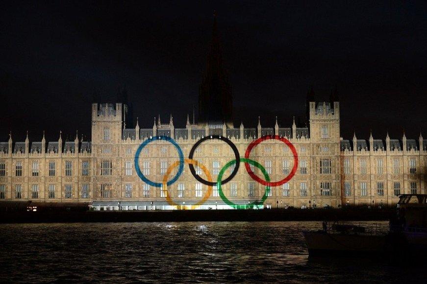 Olimpiniai žiedai ant Parlamento rūmų Londone