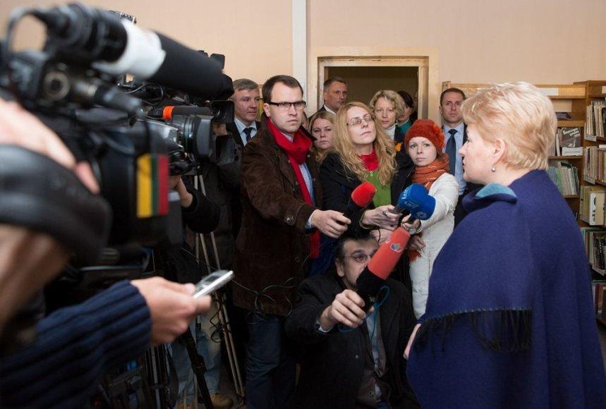 Žiniasklaidos atstovų kalbinama Lietuvos prezidentė Dalia Grybauskaitė