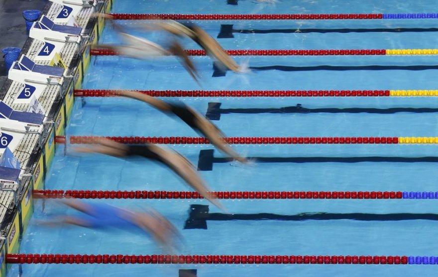 100 m plaukimo laisvuoju stiliumi startas