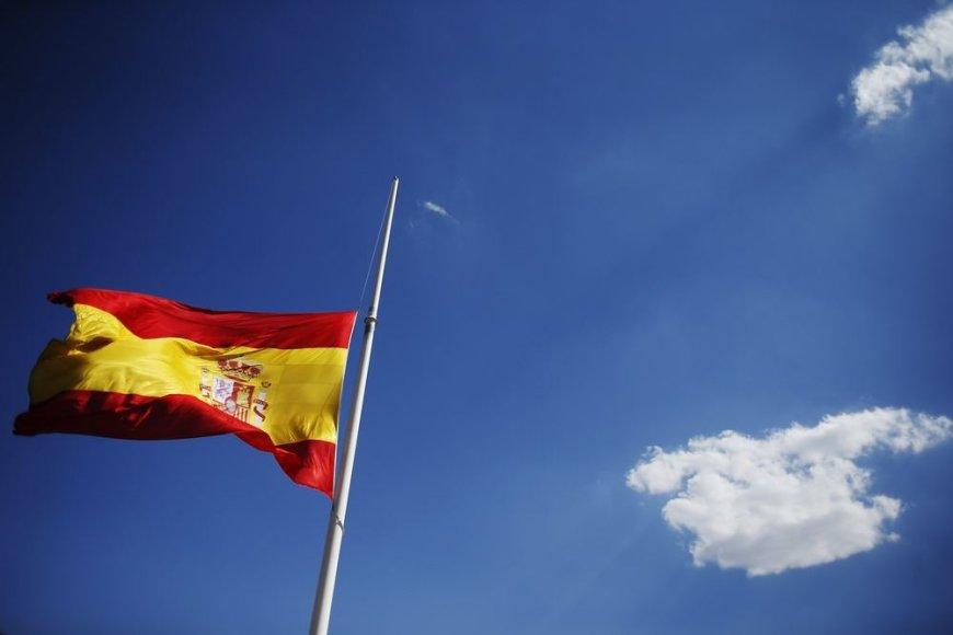 Pusiau nuleista Ispanijos vėliava