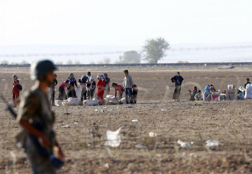 Sirijos kurdų pabėgėliai plūsta į Turkiją.