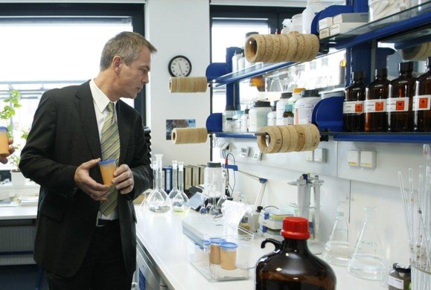 Johannesas Remmelis laboratorijoje