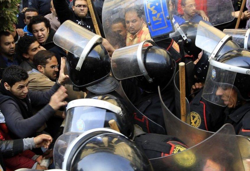 Demonstrantų susirėmimas su policininkais