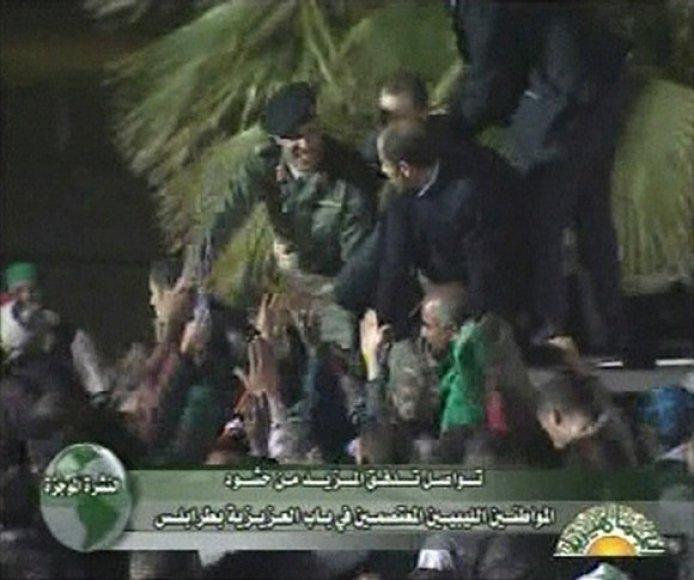 Khamisas Kadhafi (kairėje)