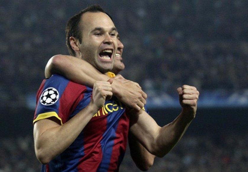 Andresas Iniesta džiaugiasi įvarčiu.