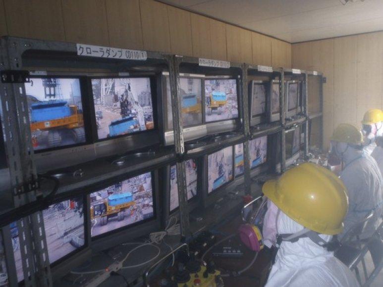Nuotoliniu būdu atliekami tvarkymo darbai šalia Fukušimos-1 atominės elektrinės