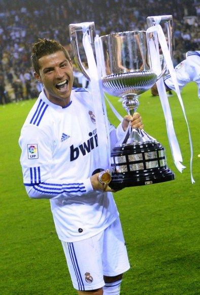 Cristiano Ronaldo laiko taurę