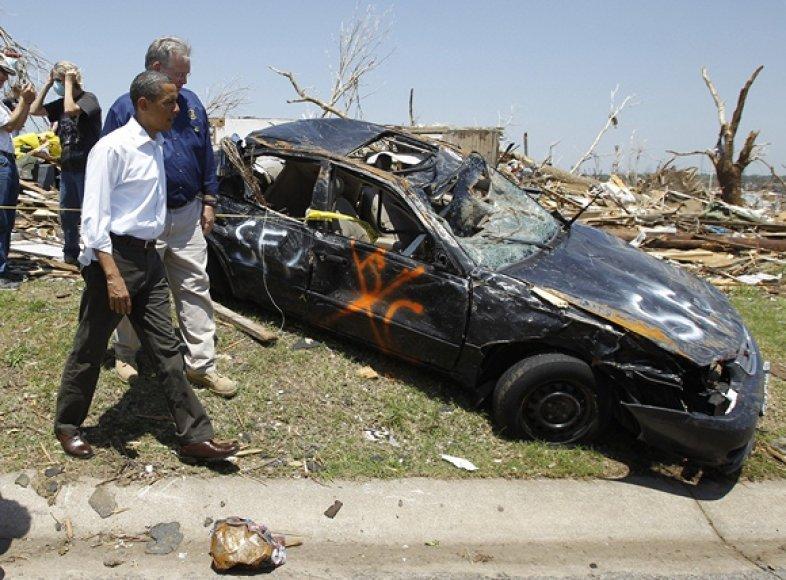 JAV prezidentas Barackas Obama tornado nusiaubtoje vietovėje