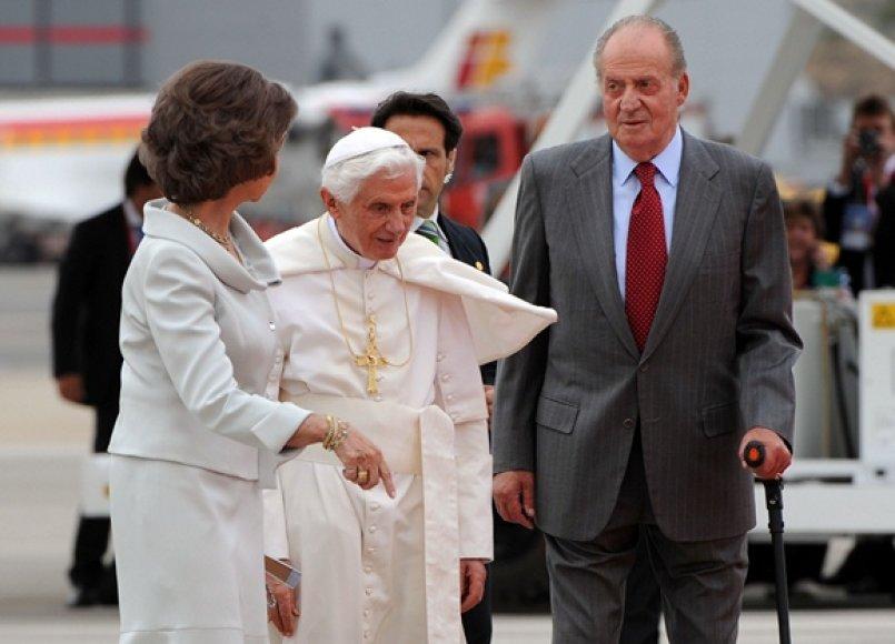 Ispanijos karaliaus Juanas Carlosas ir karalienė Sofia pasitiko Popiežių Benediktą XVI