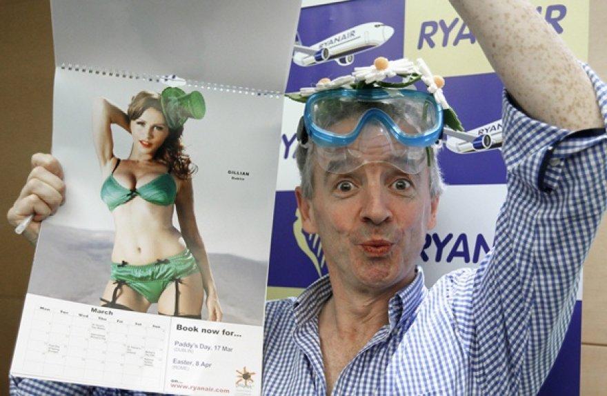 """Michaelas o'Leary pristatė 2012-ųjų """"Ryanair"""" kalendorių."""