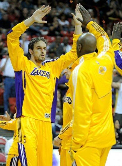 NBA čempionai iškovojo trečią pergalę ikisezoninėse rungtynėse