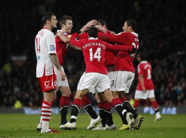 Mančesterio futbolininkai iškovojo sunkią pergalę.