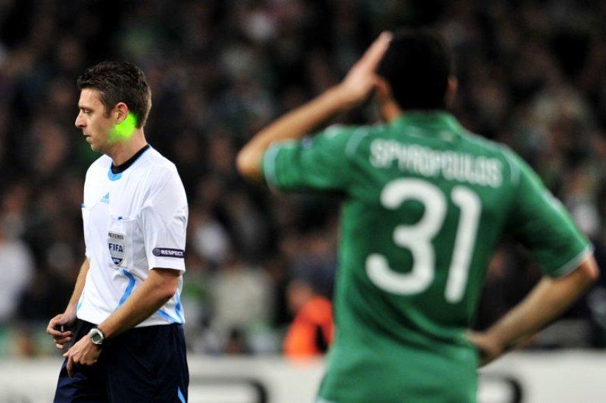 Graikijos klubų žaidėjai piktinasi teisėjavimu.