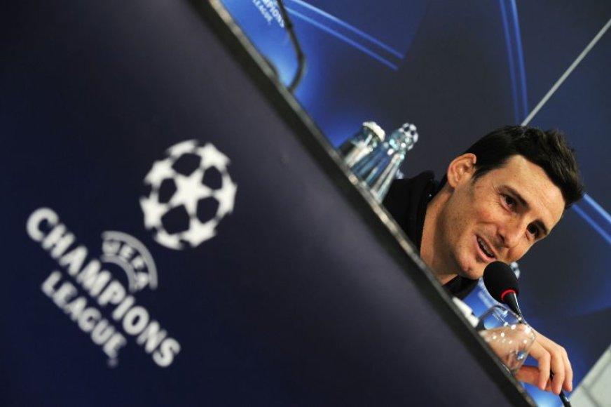 Valensijos futbolininkas Aritzas Adurizas spaudos konferencijoje