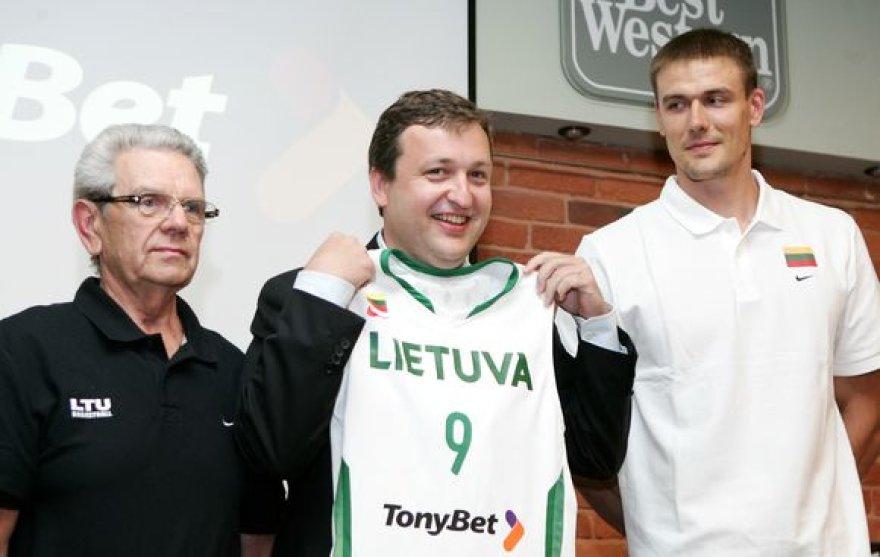 Antanas Guoga ir toliau rems Lietuvos krepšinio rinktinę.