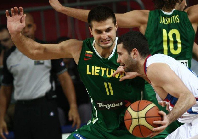 Aleksandras Rasičius prieš Liną Kleizą pasaulio krepšinio čempionate Turkijoje