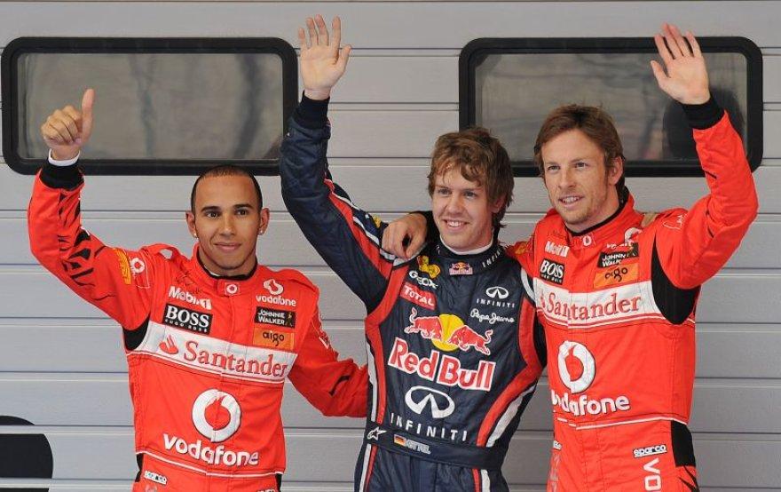 Kinijos kvalifikacijos trejetukas (iš kairės L.Hamiltonas, S.Vettelis ir J.Buttonas)