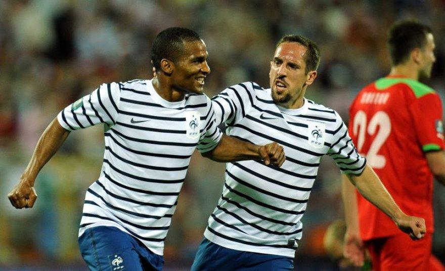 Florentas Malouda (kairėje) ir Franckas Ribery džiaugiasi prancūzų įvarčiu