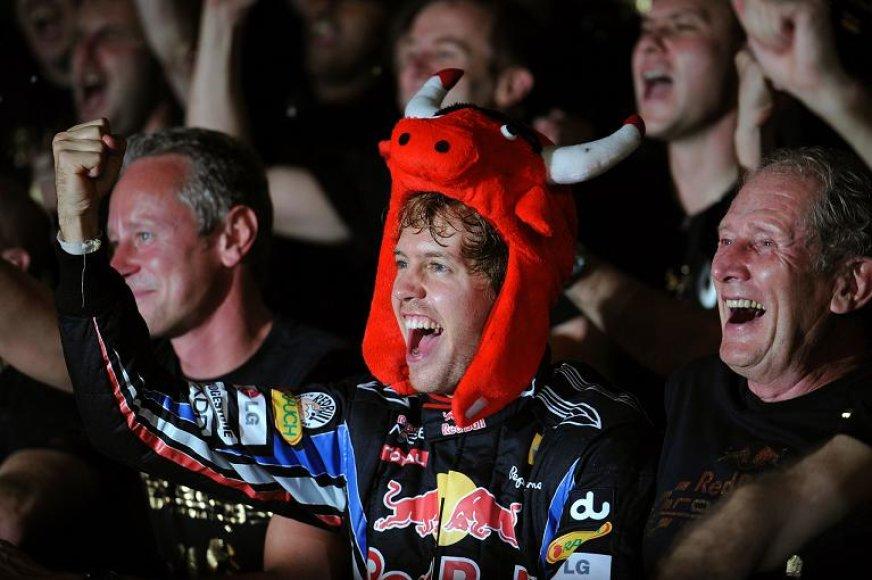 S.Vettelis džiaugiasi pergale
