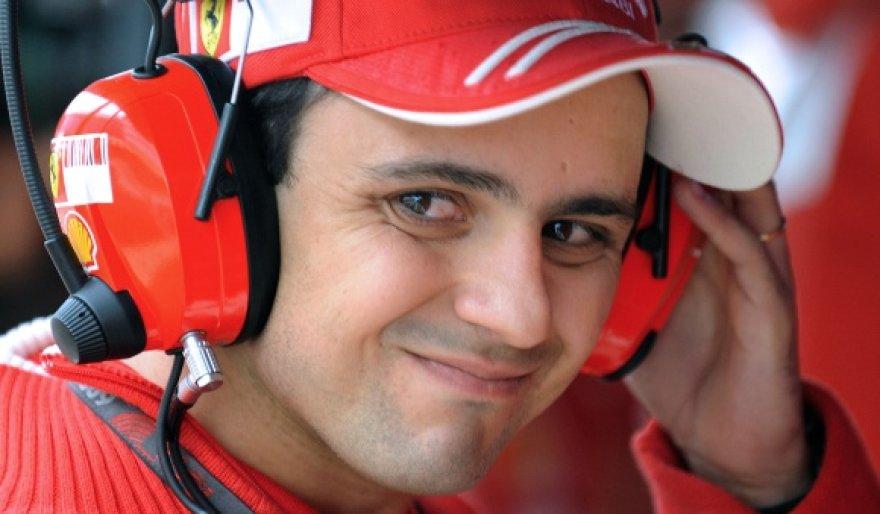 """F.Massa buvo greičiausias """"Pirelli"""" padangų testuose"""