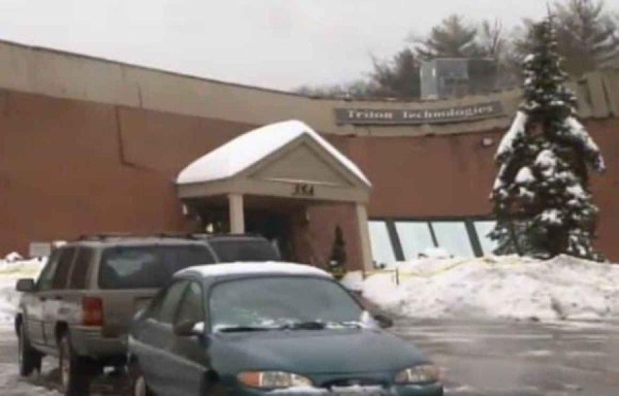 """Masačusetse įgriuvo kompanijos """"Triton Technologies"""" pastato stogas"""