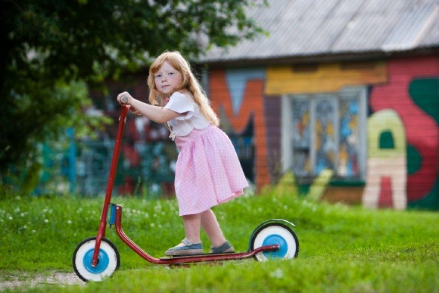 Vaikai vis mažiau laiko žaidžia lauke.