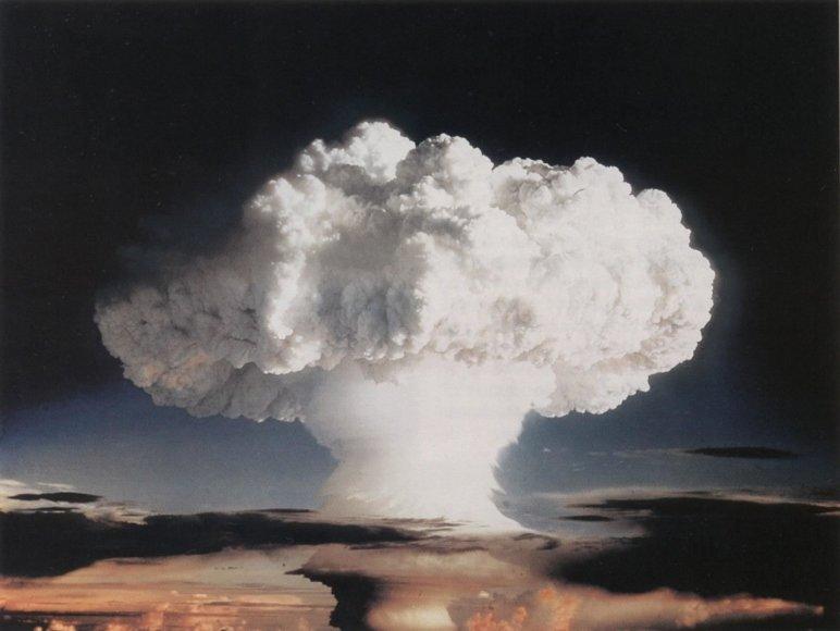 """Wikipedia nuotr./""""Ivy Mike"""" sprogimo sukelti dūmų debesys"""