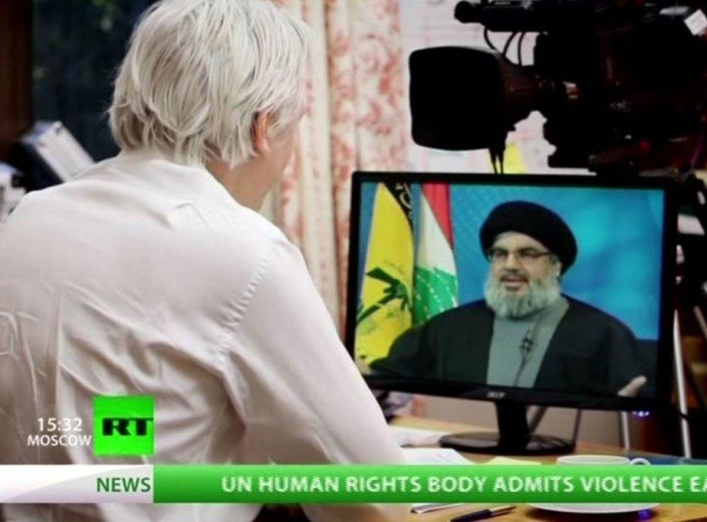 Julianas Assange'as pirmoje savo vedamoje Rusijos televizijos laidoje
