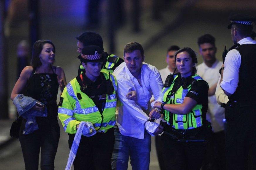 "AFP/""Scanpix"" nuotr./Londone mikroautobusas taranavo nekaltus žmones"