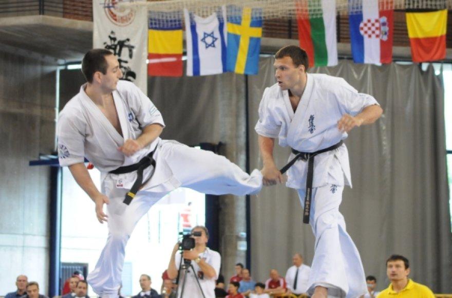 Darius Gudauskas (dešinėje) prieš Valerijų Dimitrovą 2010 m. Europos čempionato Ispanijoje finale