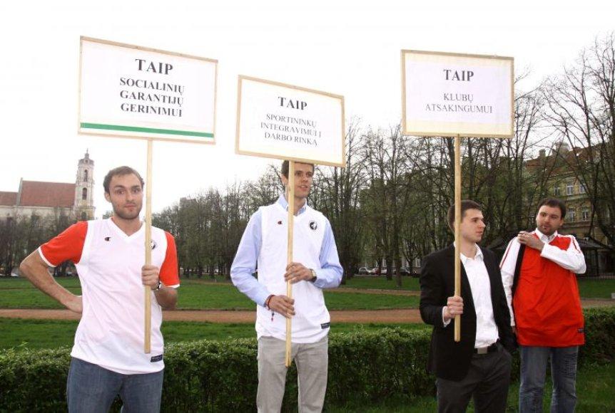 """Lietuvos krepšinio profesinė sąjunga (LKPS) """"Solidarumas"""" surengtas K.Marčiulionio palaikymo piketas"""