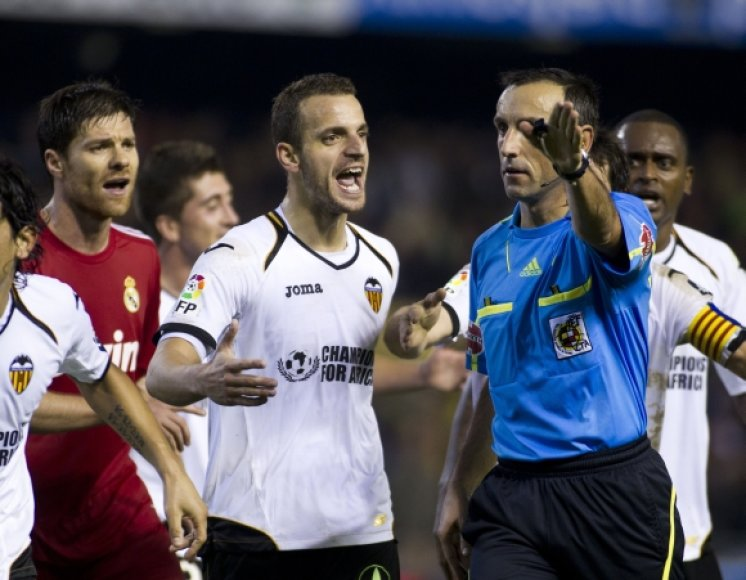 Roberto Soldado bando įtikinti teisėją, kad varžovas sužaidė ranka