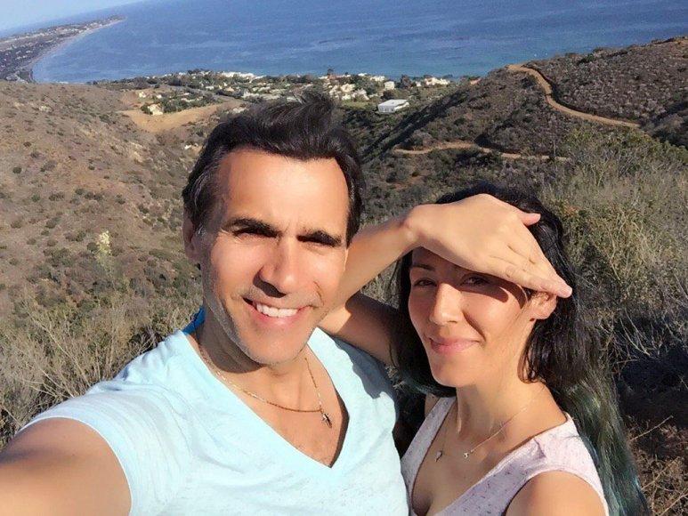 """""""Twitter"""" nuotr./Adrianas Paulas su žmona Alexandra Tonelli"""