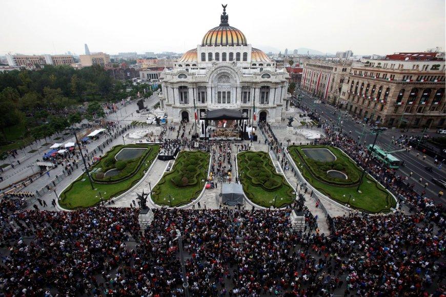 """""""Reuters""""/""""Scanpix"""" nuotr./Atsisveikinimas su Meksikos estrados žvaigžde Juanu Gabrieliu"""